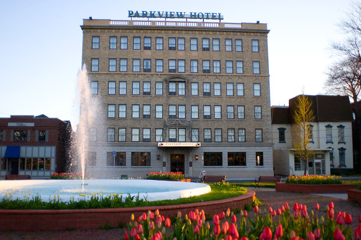 Parkview hotel exterior park hpg